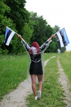Jaanipäeva komplekt vihmamantli, jalanõukaitsmete ja lippudega