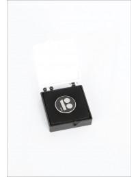 Magnetkinnitusega must rinnamärk kinkekarbis