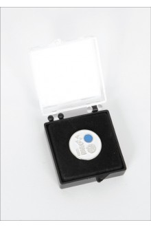 Button badge with magnetic fastener, adorned with swallows and packed in a gift box