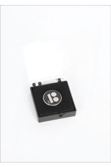 Чёрный нагрудный значок с магнитным креплением, в подарочной коробке