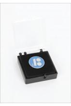 Синий нагрудный значок с креплением иглой, в подарочной коробке